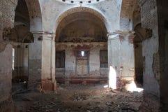 Église ruinée dans la province de Tver Image libre de droits