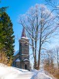 Église rurale dans l'horaire d'hiver, Horni Tanvald, Bohême du nord, République Tchèque, l'Europe Photo stock