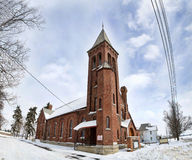 Église rurale dans la neige images libres de droits