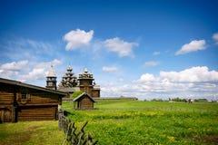 Église russe en bois traditionnelle sur l'île de Kizhi Photographie stock libre de droits