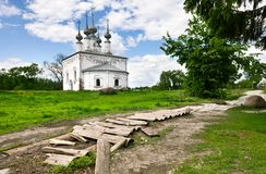 Église russe traditionnelle dans la ville antique Suzdal. Photographie stock