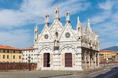 Église Santa Maria della Spina sur le remblai de l'Arno à Pise Image stock