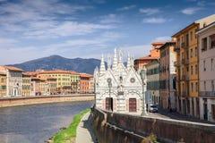 Église Santa Maria della Spina sur le remblai de l'Arno à Pise Image libre de droits