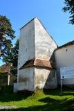 Église saxonne médiévale enrichie dans le village Viscri Kirchenburg von Deutschweißkirch, la Transylvanie photo libre de droits