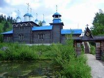Église slave antique en parc ethnographique Photos stock