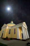 Église sous les étoiles Photographie stock libre de droits
