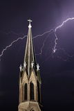 Église Steeple et foudre photos libres de droits