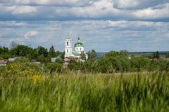 Église sur la colline photo stock