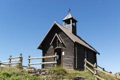 Église sur la colline dans un jour d'été Image libre de droits