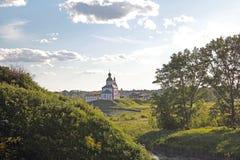 Église sur la rivière de Kamenka Images stock
