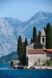 Église sur la ville de l'eau de Perast Photo libre de droits