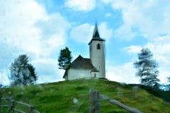 Église sur le dessus de la colline photo libre de droits
