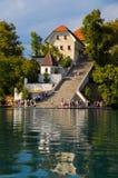 Église sur le lac saigné Image libre de droits