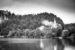 Église sur le lac. Saigné, la Slovénie Images libres de droits