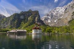 Église sur un lac 4 Images libres de droits