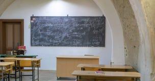 Église transformée dans des classes d'école chez Sighisoara photo stock