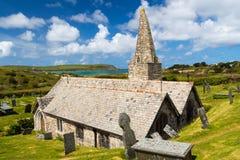 Église Trebetherick les Cornouailles de St Enodoc Photographie stock libre de droits