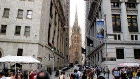 Église Trinity comme vue de Wall Street Photo stock