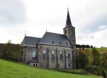 Église, village - montagnes d'or Photo libre de droits
