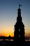 Églises à la soirée et à l'horizon Photo stock