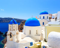 Églises bleues Oia Santorini de dôme Image libre de droits