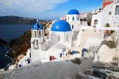 Églises de dôme d'Oia, Santorini Images libres de droits