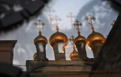 Églises de Terem de Moscou Kremlin Réflexion de vitrail photo stock
