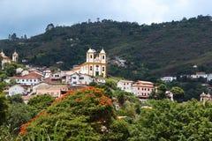 Églises entre les montagnes et les forêts image libre de droits