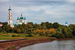 Églises et fleuve Images stock