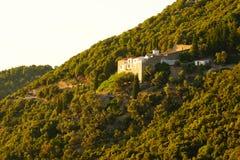 Églises sur la colline de Palouki, Skopelos, Grèce photographie stock