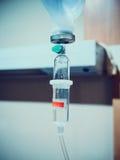 Égouttement médical de l'intravenous IV photo stock