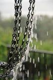Égoutture de pluie d'une chaîne Image libre de droits