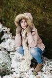 Élève de terminale caucasien dans le manteau d'hiver Images stock