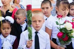 Élèves école ligne le 1er septembre Photos libres de droits