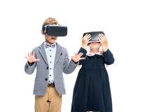 Élèves dans des casques de VR Image stock
