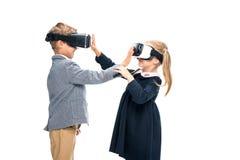 Élèves dans des casques de VR Images stock