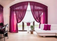 Élégant drape et rideau images stock