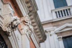 Élément décoratif architectural - tête d'ange Photo libre de droits