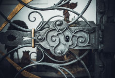 Élément d'ornement de porte verrouillée en métal photo stock