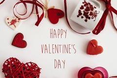 Éléments élégants d'amour de coeur sur le fond blanc, valentine heureuse Photographie stock