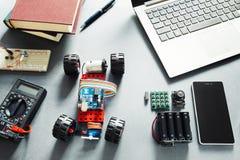 Éléments d'Arduino UNO Plate-forme des programmeurs DIY Photo libre de droits