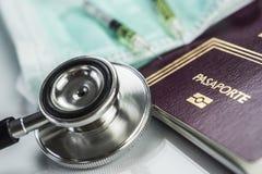 Éléments de base de médecine à voyager à l'étranger, image conceptuelle photographie stock