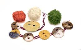 Éléments de couture : bouton, pointeau, boucle Images libres de droits
