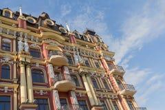 Éléments de décor de la façade d'un bâtiment de vintage Images libres de droits
