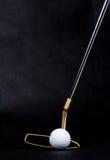Éléments de golf sur le fond foncé Photographie stock