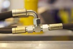 Éléments de l'hydraulique et de système pneumatique de connexions sifflantes images stock