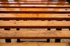 Éléments en bois d'un terrain de jeu d'enfants Photographie stock libre de droits