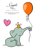 Éléphant de bébé tenant un ballon Image libre de droits