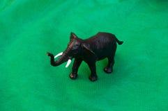 Éléphant en plastique d'animal de jouet Images stock