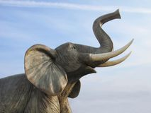 Éléphant en plastique géant Images stock